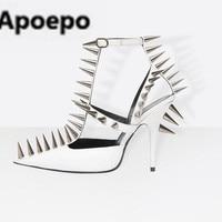 Apoepo пикантные женские сандалии Красный, черный, белый с заклепками Дамская обувь Sandales Femme 2018 модерн с закрытым острым носком обувь на высоко