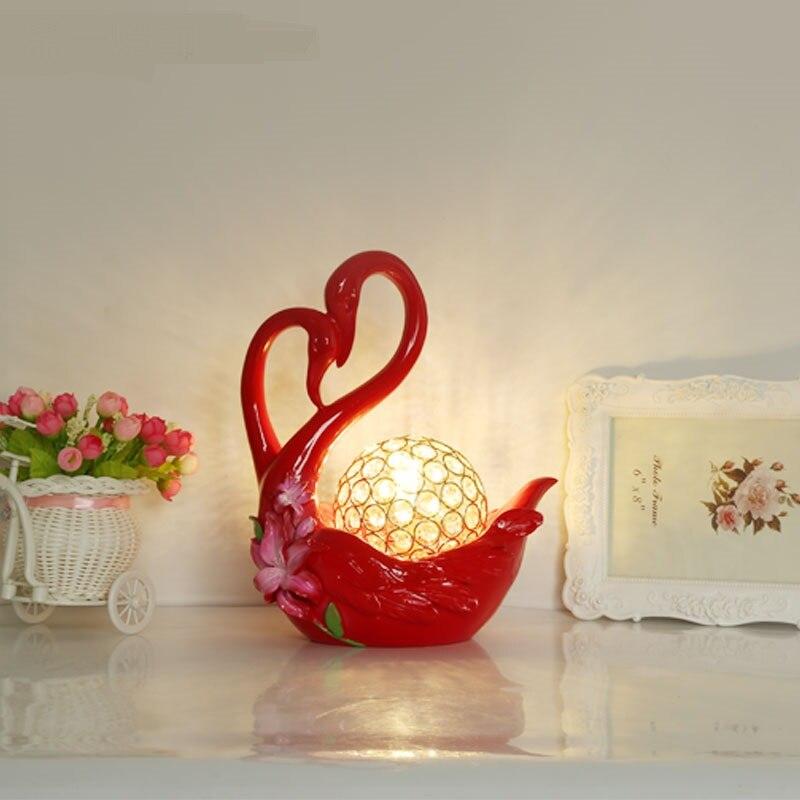 Современные красный настольные лампы спальня ночники Брак праздновать брак Лебедь Творческий Смола Красный Белый Светодиодные лампы za82610