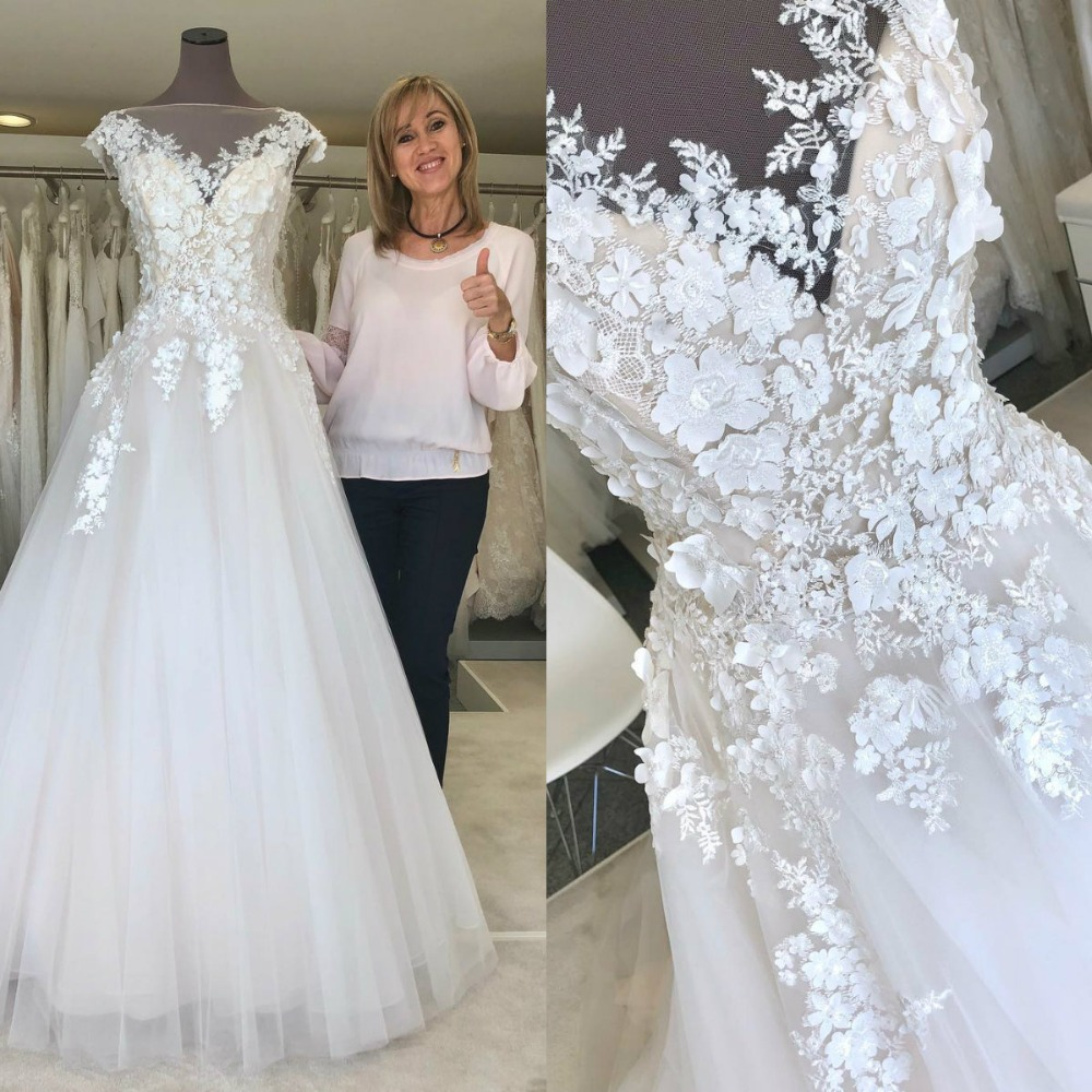2019 Bohemian Wedding Dresses Scoop Short Sleeve Lace Appliques Bridal Gowns Sweep Trian A Line Wedding Dress