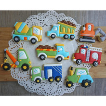 8Pcs/Set Cute Cartoon Cookie Cutter Tools 3D Plastic Car Shape Gingerbread Mold DIY Pastry Embossing Biscuit Baking