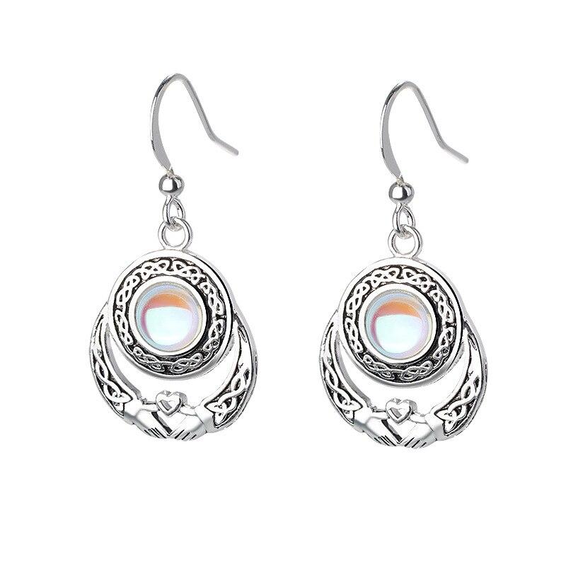 Vintage Earring Hand Holding Heart Moonstone For Vintage Women Earring Natural Moonstone Dangle Earring Fashion Jewelry