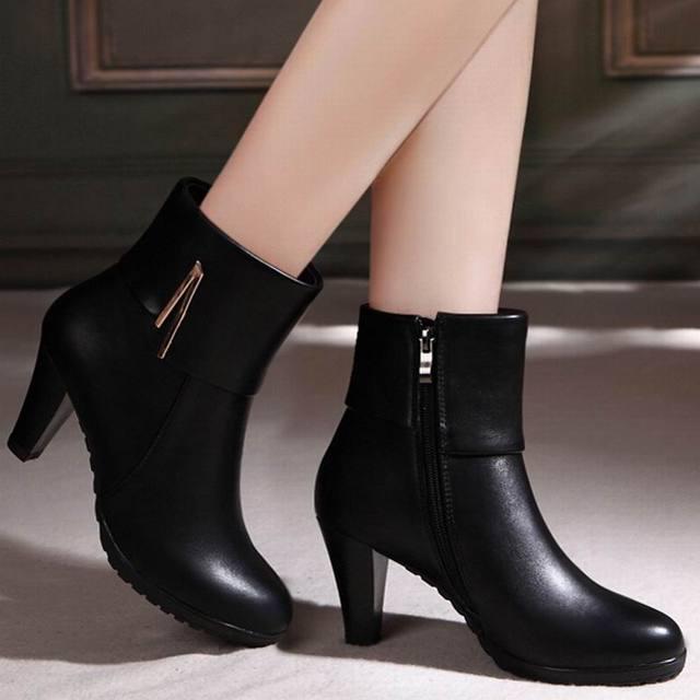 fc1b7573d Genuínos Ankle Boots de Couro Mulheres Sapatos de Inverno Feminino Dedo Do  Pé Redondo Botas de