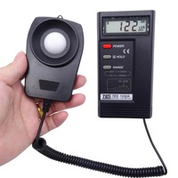 TES 1332A Digital Lux Light Meter Photometer Portable Thermometer