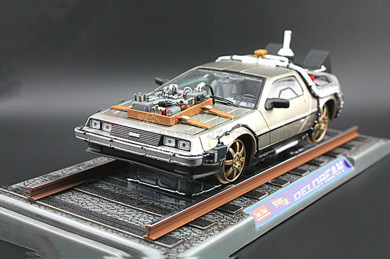 With rail Base car model 1/18 Scale diecast Alloy Car Toy back to future 2 delorean DMC-12 scifi model car kids toys child gift maisto jeep wrangler rubicon fire engine 1 18 scale alloy model metal diecast car toys high quality collection kids toys gift