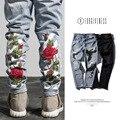 O PERDÃO de 2017 nova moda primavera menembroidery subiu lavagem buracos moda jeans calças dos homens