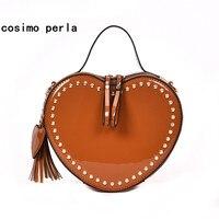 Korea Vintage Totes Herzform Handtaschen für Frauen Luxus Niet Design Lackleder Feste Mini Flap Tasche Quaste Umhängetaschen