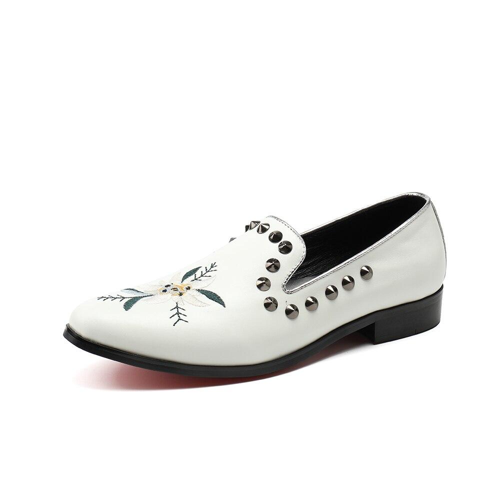 Diseño Zapatillas Boda 46 De Los Tamaño Vestido Blanco Plus Zapatos Fiesta Hechos Remaches A Hombres Mocasines 38 Fumadores Mano Pisos q8xvH7