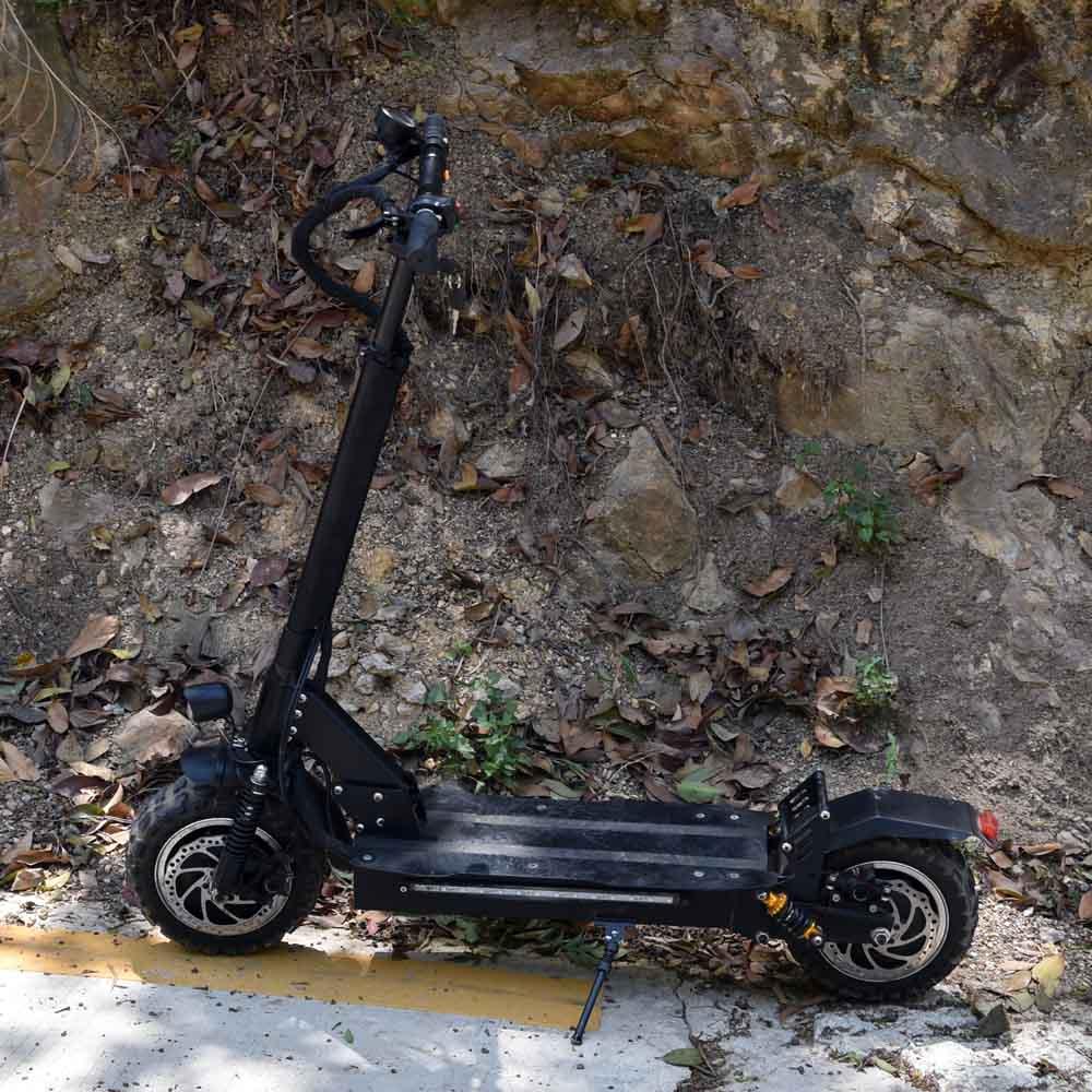 Scooter électrique puissant trotinette de 85 km/h 3200 w 11 pouces 60 v