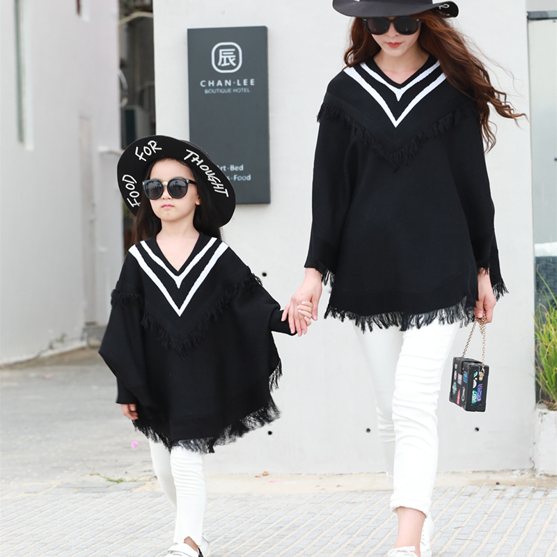 Family Matching Clothes 2018 Black V-Neck T-shirts Long Sleeve Tassels Loose T Shirt Mother And Daughter Clothes Family Look oblique angle color block v neck short sleeve men s t shirt