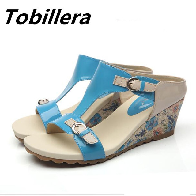 aa2e74a61e5715 Tobillera 2017 Sommer Medium Keilabsatz Frauen Sandalen Fashion Mix Farbe  Lackleder Blue Nude Slip On Hausschuhe