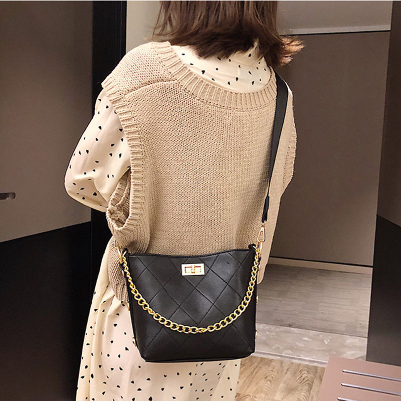 Barrel Shaped PU Leather Design Crossbody Bag With Thick Chain Stripe Letter Wide Strap Shoulder Bag Small Bucket Bag