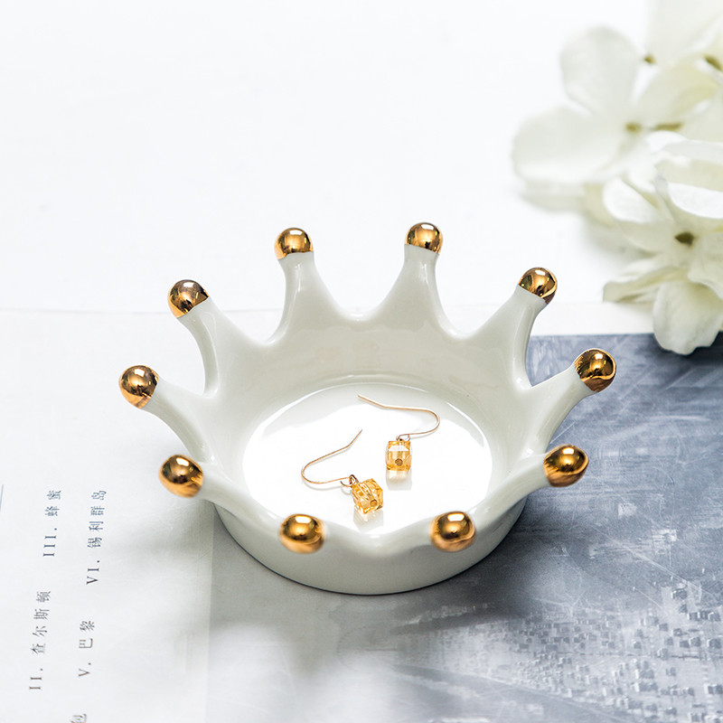 Nordic-INS-Light-Ceramic-Jewelry-Plates-Golden-Crown-Storage-Box-European-Jewelry-Receiving-Plate-Home-Decoration_