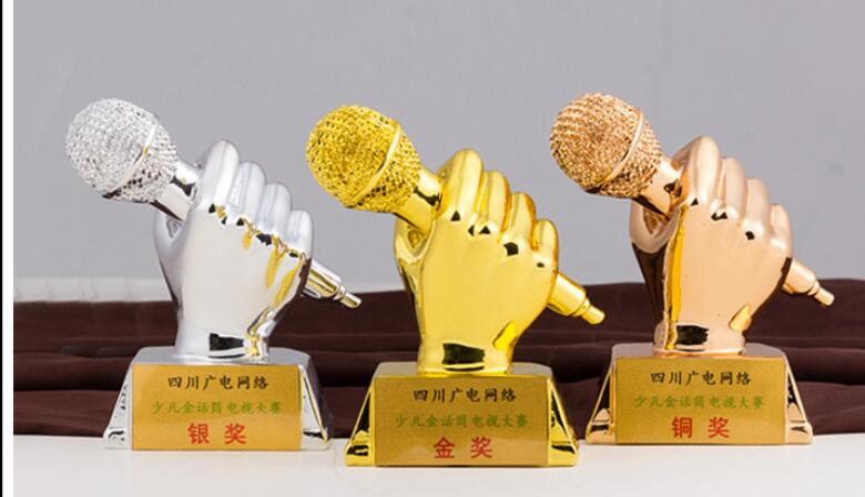 Good voice golden microphone trophy resin medal new voice custom KTV trophy music competition Wholesale factory direct selling trophy