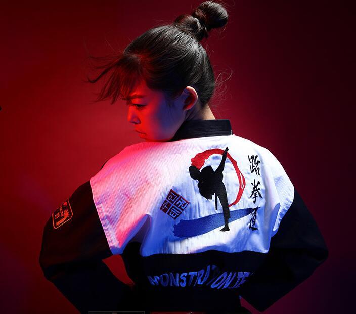 (4 couleurs) style coréen brodé Taekwondo dobok TKD Taekwondo uniforme adulte hommes femmes vêtements de karaté porter costume de taekwondo wtf