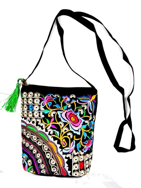 30885f9be39 New Fashion Embroidery Samll Women Shopping bags!Multi Floral embroidered  Shoulder Crossbody bag All-match Canvas Flap Carrier