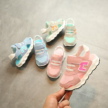Новий європейський високоякісний світлий літній дитячий сандалі модний повсякденний хлопчиський хлопчик дівчат, взуття елегантний дитячий кросівки дитячі дитячі