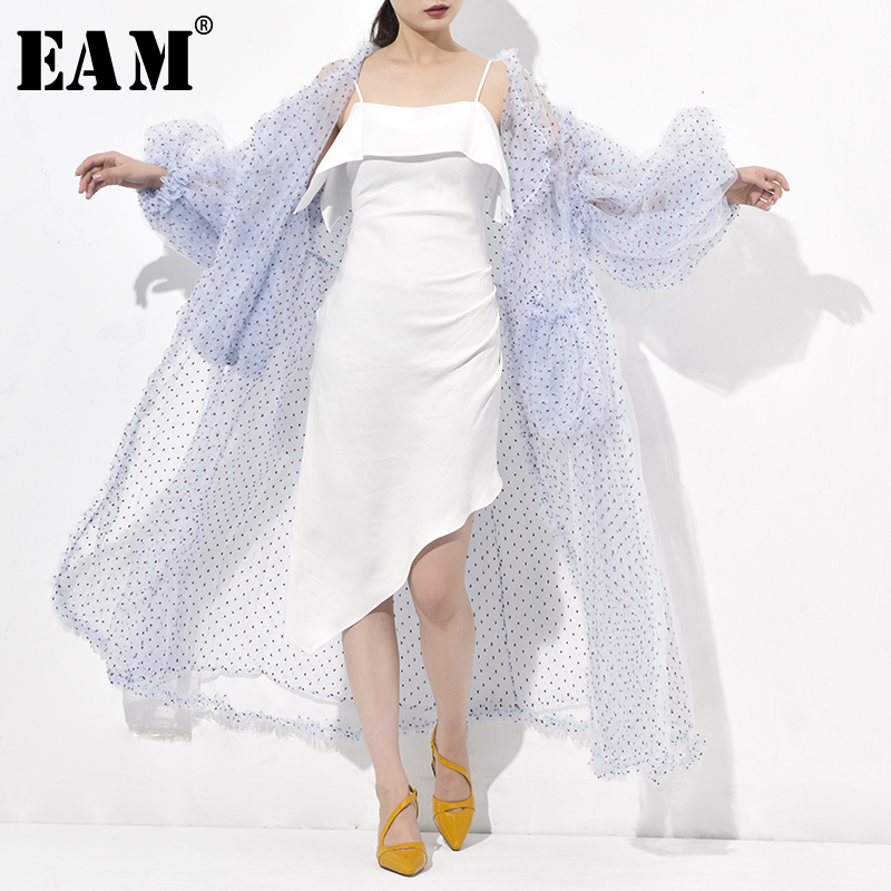 [EAM] 2019 New Spring Autumn V-collar Long Sleeve Dot Printed Blue Mesh Thin Big Size Windbreaker Women Trench Fashion WE923