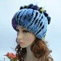 Moda buena calidad de las señoras gorras de invierno las mujeres de piel real rex sombrero de piel de conejo con fox de piel flores skullies gorros de punto