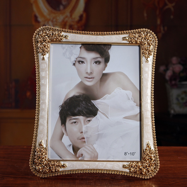 Europe Type Electroplating Only Beautiful Picture Frames 10 Inch
