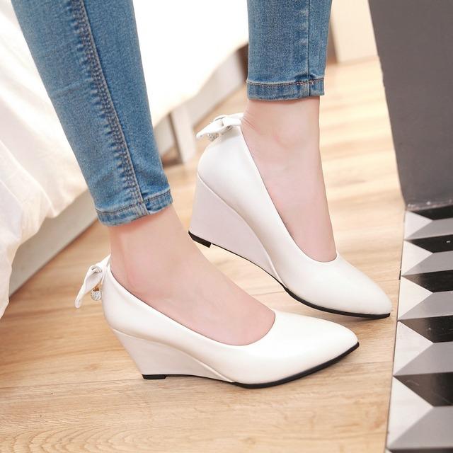 Tamanho grande 34-48 mulheres sapatos de cunha apontou bombas dedo do pé das mulheres branco de couro rosa sapatos de casamento elegante da festa de sapatos para as mulheres saltos