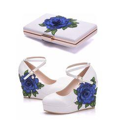 Свадебные туфли на танкетке с украшением в виде кристаллов; цвет синий; свадебные модельные туфли на высоком каблуке с сумочкой в комплекте;...