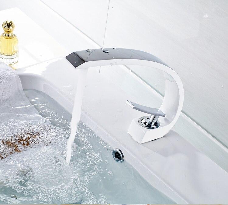FLG Nuevo Diseño De Alta Calidad Lavabo Mezclador Grifo Baño Grifo, Blanco  Y Cromo Lavabo Grifo Grifos De Lavabo