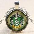 Venta caliente Clásico Harry Potter Slytherin Badge Green Snake Magic Glass Tiempo Gems Collar Colgante Amigos Regalos de Navidad NN024