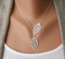 2017 New Cute Maple Leaf Cute Double Maple Pendant Necklace Women's Office Women's Double Leaf Jewelry Wholesale Sale