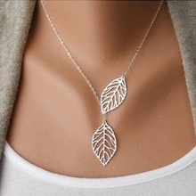 2019 New Cute Maple Leaf Cute Double Maple Pendant Necklace Women's Office Women's Double Leaf Jewelry Wholesale Sale