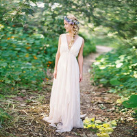 Bohemian Backless Beach Wedding Gowns V Neck Flowing Boho Bridal Gown A Line Vintage Greek Goddess Wedding Gowns Summer Style