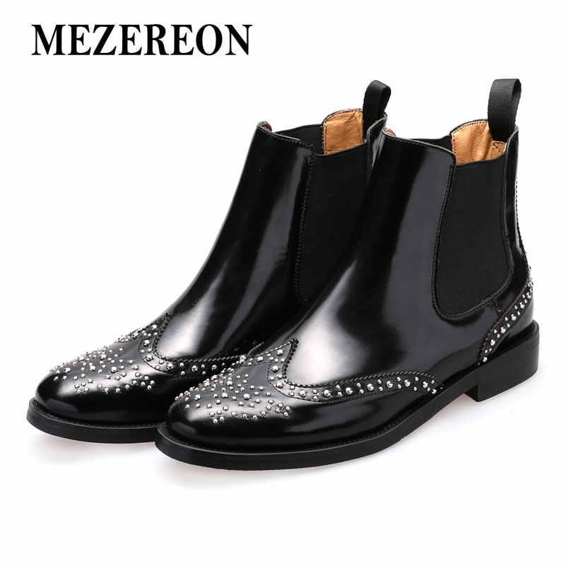 MEZEREON/Женская обувь; женские ботильоны из лакированной кожи; обувь с перфорацией типа «броги»; женские ботинки без застежки с заклепками; женские ботинки «Челси»; европейский размер 46