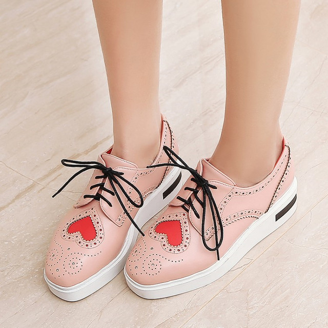 3d424bee3f4f PXELENA Heart-Shaped Flat Platform Creepers Women Square Toe British  Oxfords Wing Tip Fretwork Thick Platform Brogue Shoes 34-43