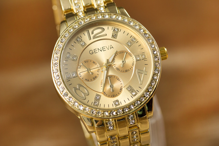 2016 Hot Geneva alloy ribbon geneva diamond ladies dress watch male table Ladies gold watches