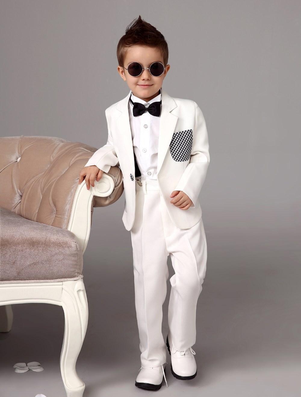Blanc anneau porteur costumes tendance garçons smoking avec noeud papillon noir enfants robe formelle garçons costumes mode enfants costumes/garçon porter costume