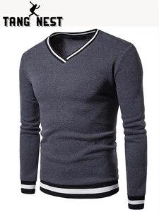 TANGNEST أسود أبيض خياطة اللون مطابقة تنفس طبقة الرجال هوديي عارضة الخامس الرقبة طويلة الأكمام Sweatershirt الرجال MWW1430