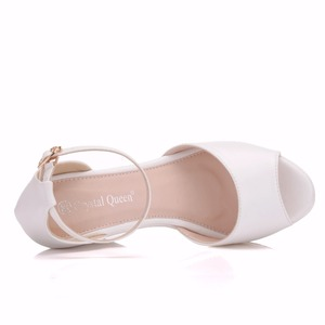 Image 2 - Crystal Queen Sandalias de tacón de cuña Superior para mujer, zapatos femeninos de plataforma alta, Punta abierta, tacón alto de Pu blanco, cuñas