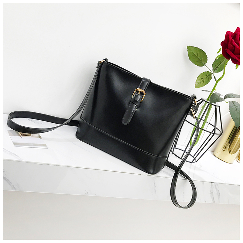250129ff60f0 Aliexpress.com   Buy 2018 Women Shoulder bags Handbags Big Capacity Fashion  Tote bag High Quality PU Leather Messenger Hand Bags New Arrival from  Reliable ...
