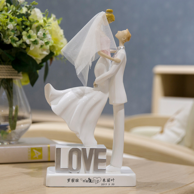 European Modern Romantic Couple Statues Resin Figures Sculpture