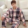 Clássico da moda Xadrez pijamas Outono e inverno série tipo Collar-gola quadrada Botão de Flanela Casa Dos Homens de roupas terno