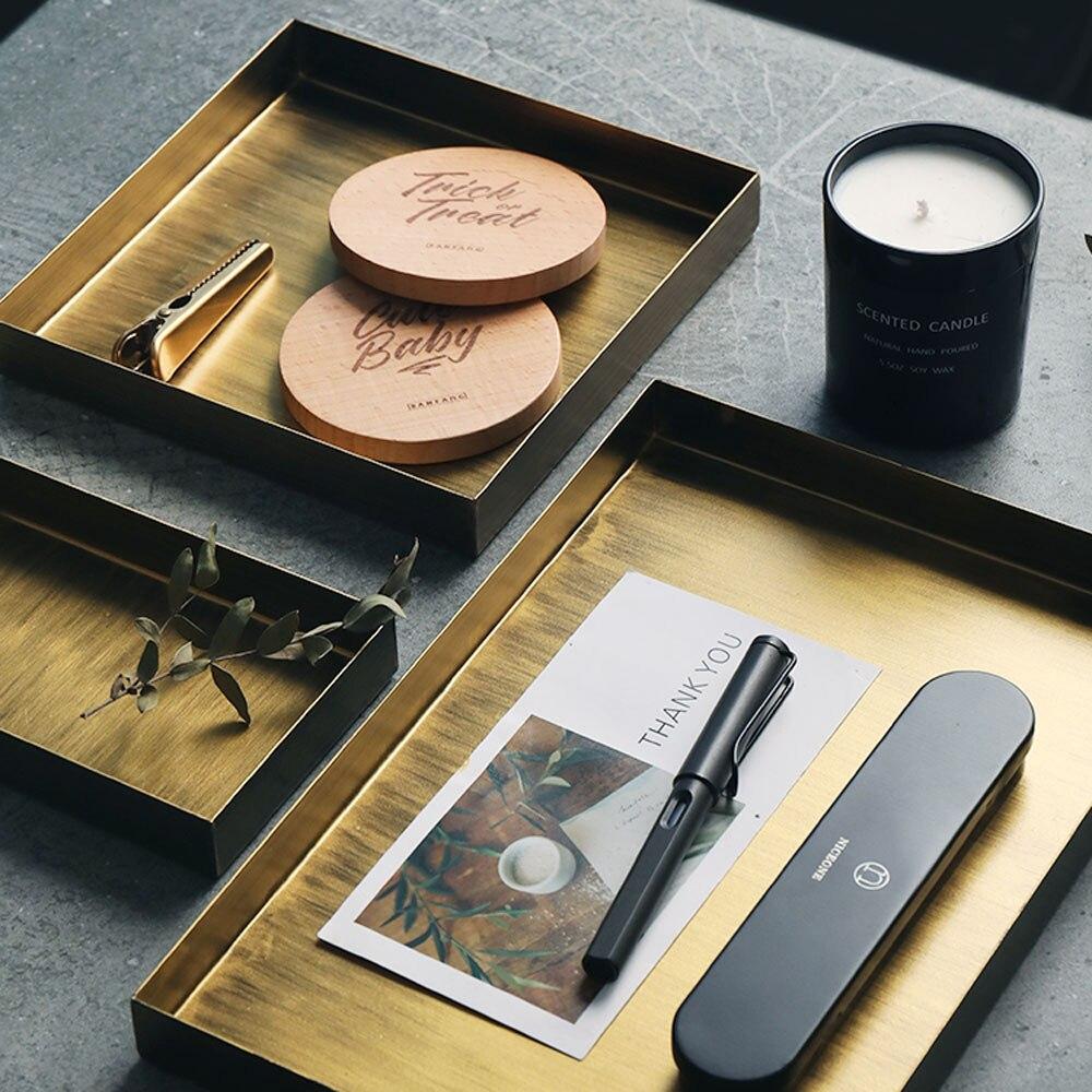 Retro Nordic Metal Office Table Storage Plate Chic Scandinavian Elegant Luxury Golden Office Desk Storage Tray Cupcake Organizer