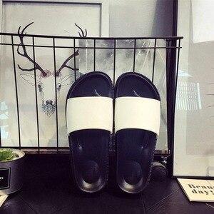 Image 5 - Chinelos 2019 homens Casais Homens Escorregas Home Indoor Chinelos de Banho de Verão Sapatos de Praia Ao Ar Livre Chinelos Casuais Plana Sapatos