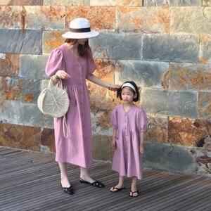 Image 4 - Vestido de princesa para bebé niña vestido de verano para niños 2020 nuevo farol de algodón manga madre y yo lindo vestido Retro cuello en V, #5266