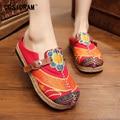 2017 Mujeres Zapatillas Para Mujeres Zapatos de Lona Ocasionales de Verano de Flores Femeninas Playa Damas Calzado Zapatos Bordados Nacionales SNE-190