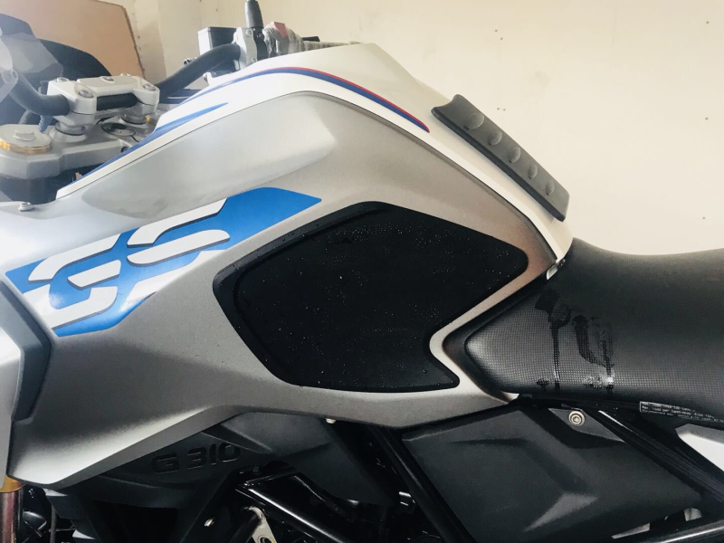 Black Rubber Motorcycle Tank Traction Side Pad For G310GS 2018-2019