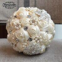 Kyunovia Tùy Chỉnh Ngà Brooch Wedding Bouquet Bouquet de mariage Satin Roses Wedding Bó Hoa Trân Flowers buque de noiva FE29s