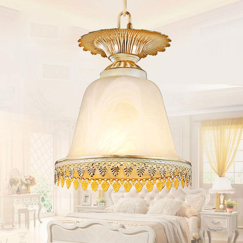 Sadə Avropa üslublu lampalar lampalar parlaq kolqantlar parıldayan - Daxili işıqlandırma - Fotoqrafiya 1
