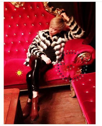 Schwarz//Weiß Striped Beiläufige Nachahmung Fuchspelz Mäntel Bar Nachtclub Leistung Männlichen Künstlich Hergestellte Pelz Jacken Männer Faux Pelz Kleidung Cj60