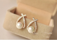 Nice shopping!! Fashion Gold Crystal Stud Earrings Brincos Perle Pendientes Bou Pearl Earrings For Woman
