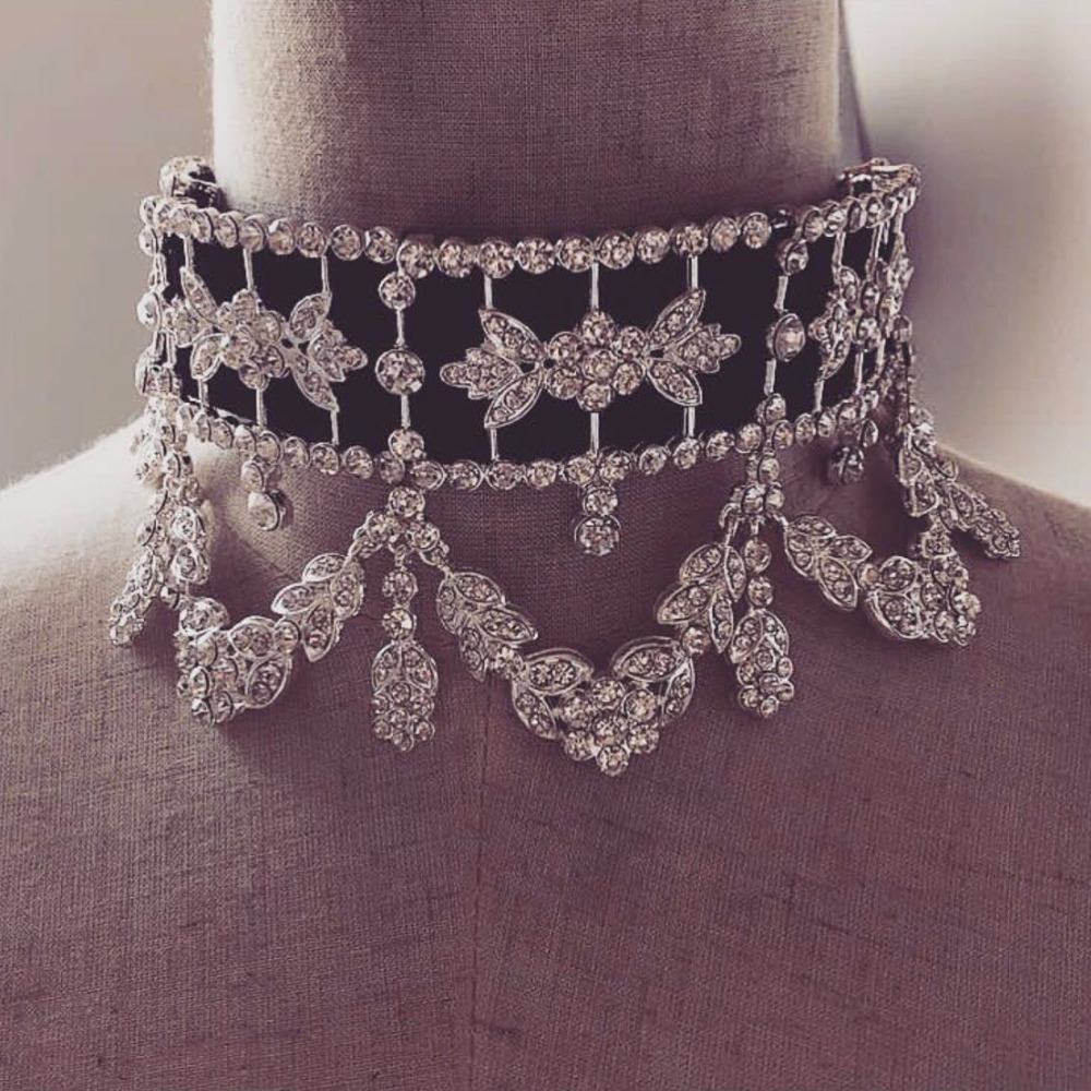 Dvacaman Brand Fashion Crystal Choker Necklace Women Vintage Cloth Short Clavicle Statement Necklace Bridal Collar Jewelry NN60