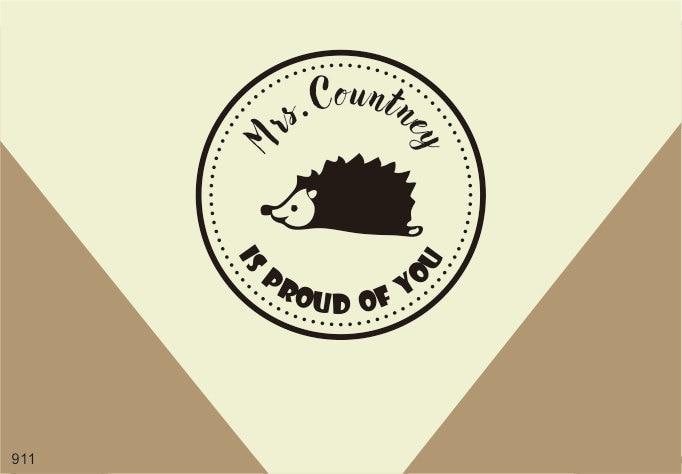 Si fiers de vous timbre hérisson Excellent Travail de Professeur de timbre Personnalisé Timbre bien fait cadeau de professeur 1.5x1.5 pouces dans Timbres de Bureau et des Fournitures Scolaires